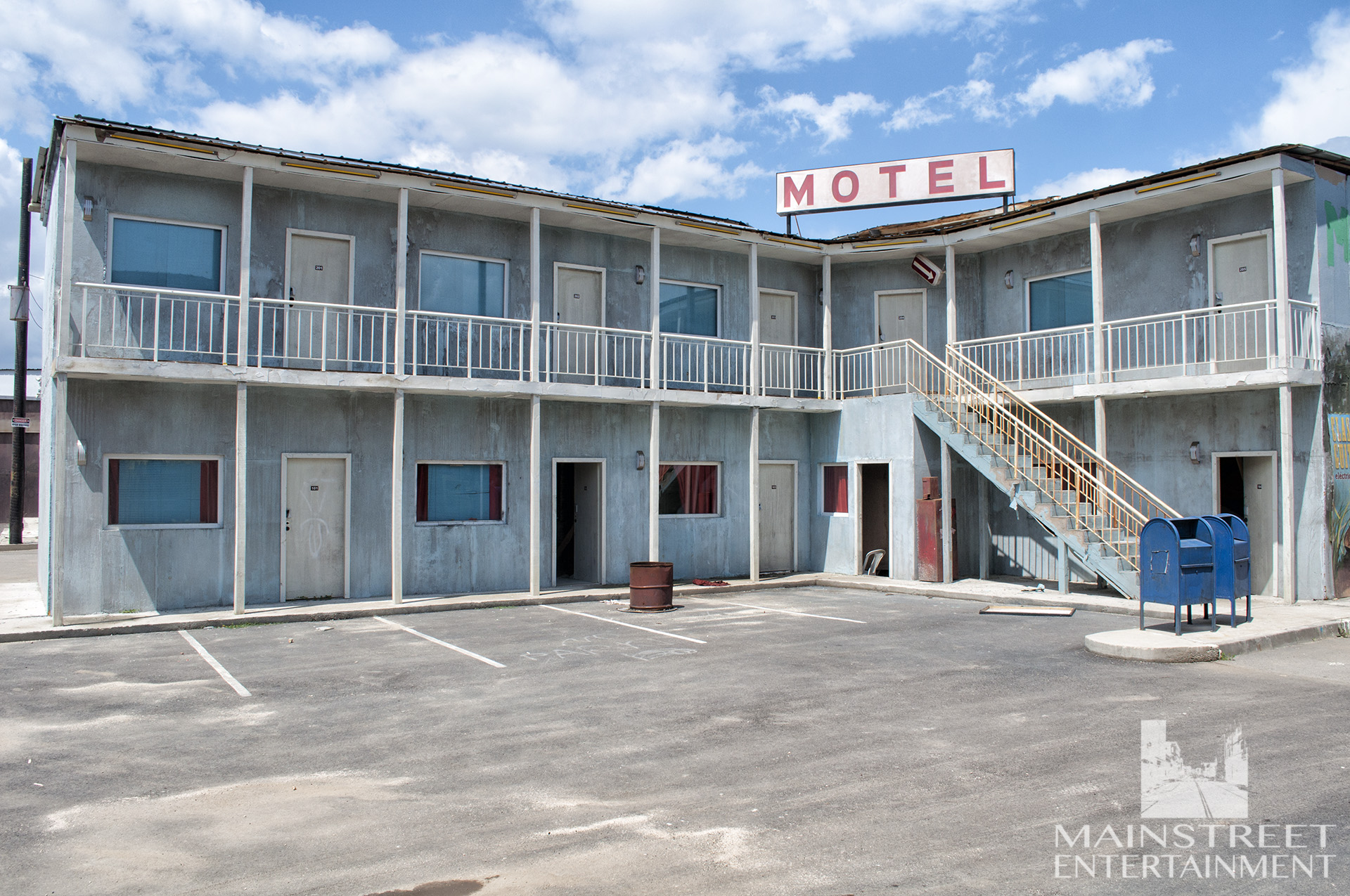 american motel standing set