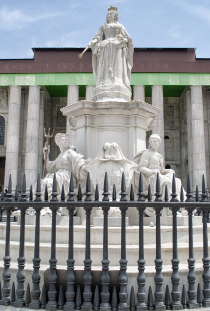 queen anne statue film location