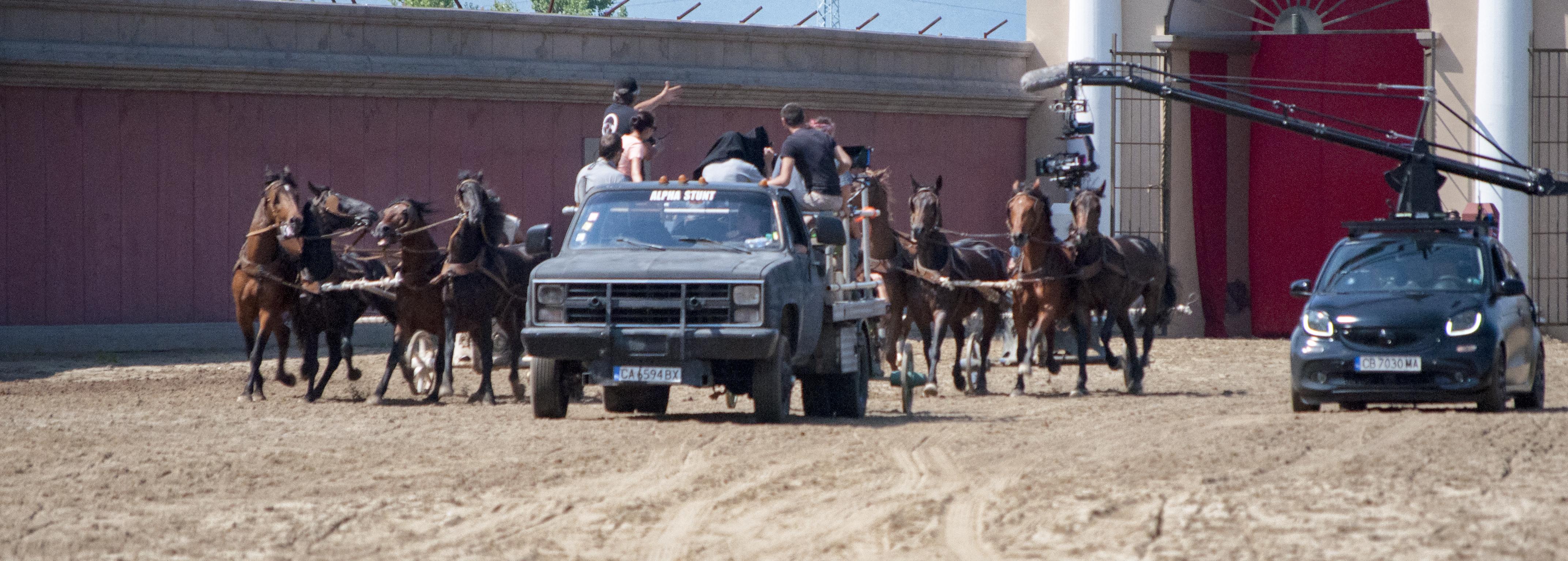 camera vehicle tracking horses stunt